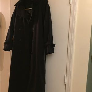 Gorgeous Burberry Trench Coat! Perfect for fall!